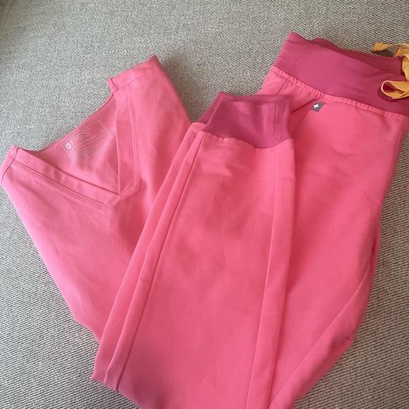 Neon pink Figs scrubs jogger SET. Zamora